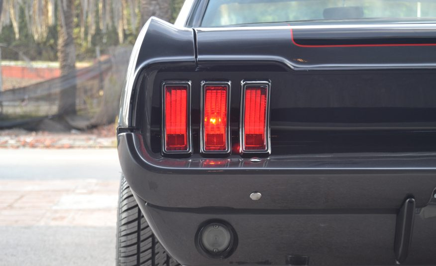 Ford Mustang Coupe 351ci (5.8 V8) Auto